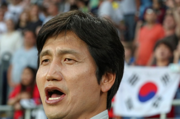 South Korea's coach Jungyong Chung sings the national anthem before the semi final match between Ecuador and South Korea at the U20 World Cup soccer in Lublin, Poland, Tuesday, June 11, 2019. (AP Photo/Czarek Sokolowski)